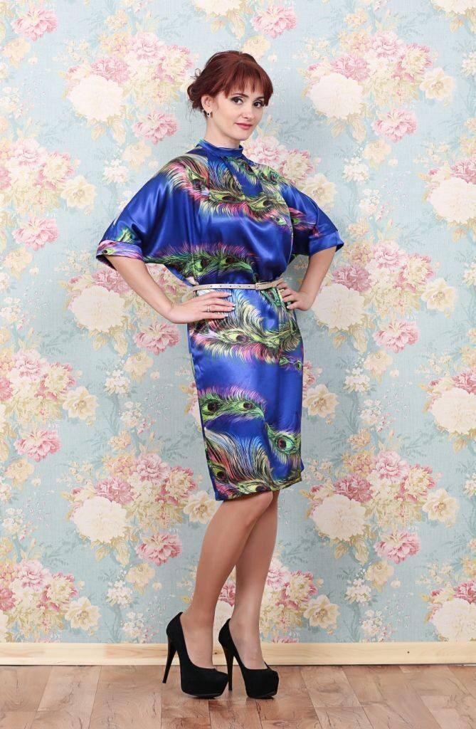89490aeaddbd Атласное платье, прямого свободного силуэта, выполнено из тонкого ...